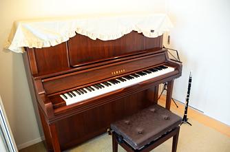 防音室ではアップライトピアノとクラリネットを使用