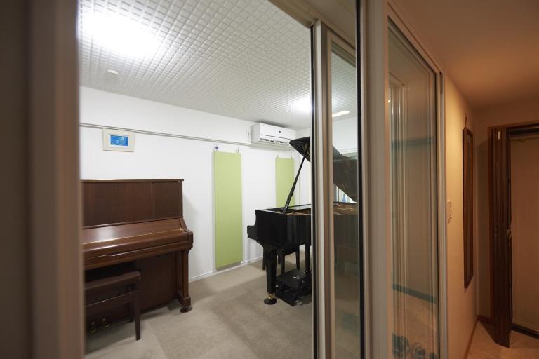 サッシタイプのピアノ防音室